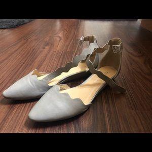 Shoes - Gray Flats w baby heel